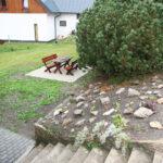 Apartmány Bedřichov venkovní sezení - chalupa 1718 - ubytovnání Jizerské hory - ubytování Bedřichov - volné pokoje